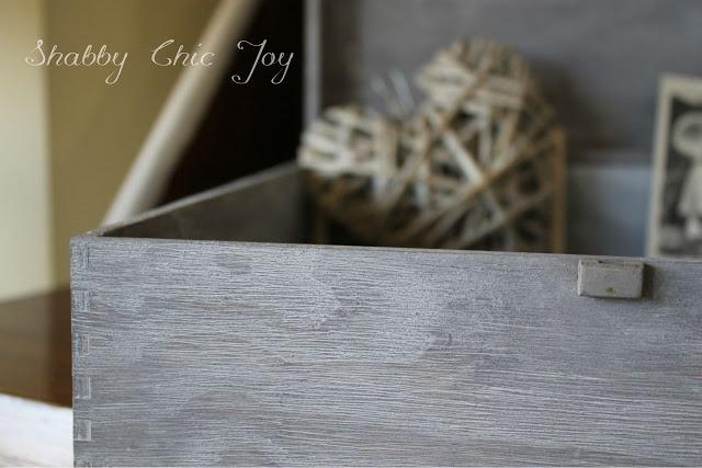Shabby Chic Joy: DIY - Decorare una scatola con la tecnica cerusè