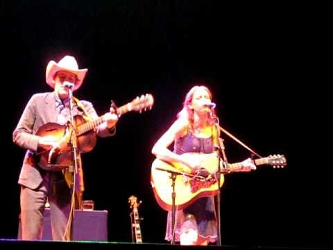 "Gillian Welch and David Rawlings - ""White Rabbit"", Beacon Theater, NYC"