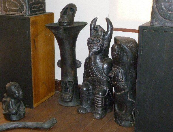 Pyrotherium tiwanku ceramic negra