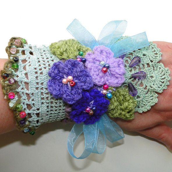 GORGEOUS EMBROIDERED CUFF BRACELET-WRIST BAND WRISTLET FABRIC SIGNATURE CUFF