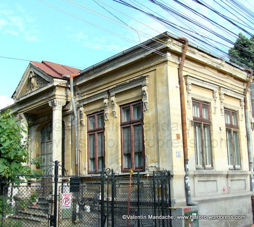 """Little Paris"" style house, waggon type, Bucharest"
