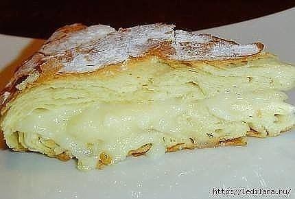 Фытыр  Это египетская сладость, то ли пирог, то ли пирожное, но скажу одно - это безумно вкусно!  Ингредиенты:  Молоко 3 ст. Дрожжи сухие быстродействующие 0,5 ч.л. Яйцо куриное 2 шт. Мука пшеничная 3 ст. Масло сливочное 200 г Соль 1 щеп. Сахар 1 ст. Крахмал картофельный 3 ст.л. Ванильный сахар по вкусу Сахарная пудра по вкусу  Приготовление:  В 1 стакане теплого молока растворяем дрожжи, добавляем одно яйцо, соль, муку и замешиваем мягкое и эластичное тесто. Тесто делим на две равные…