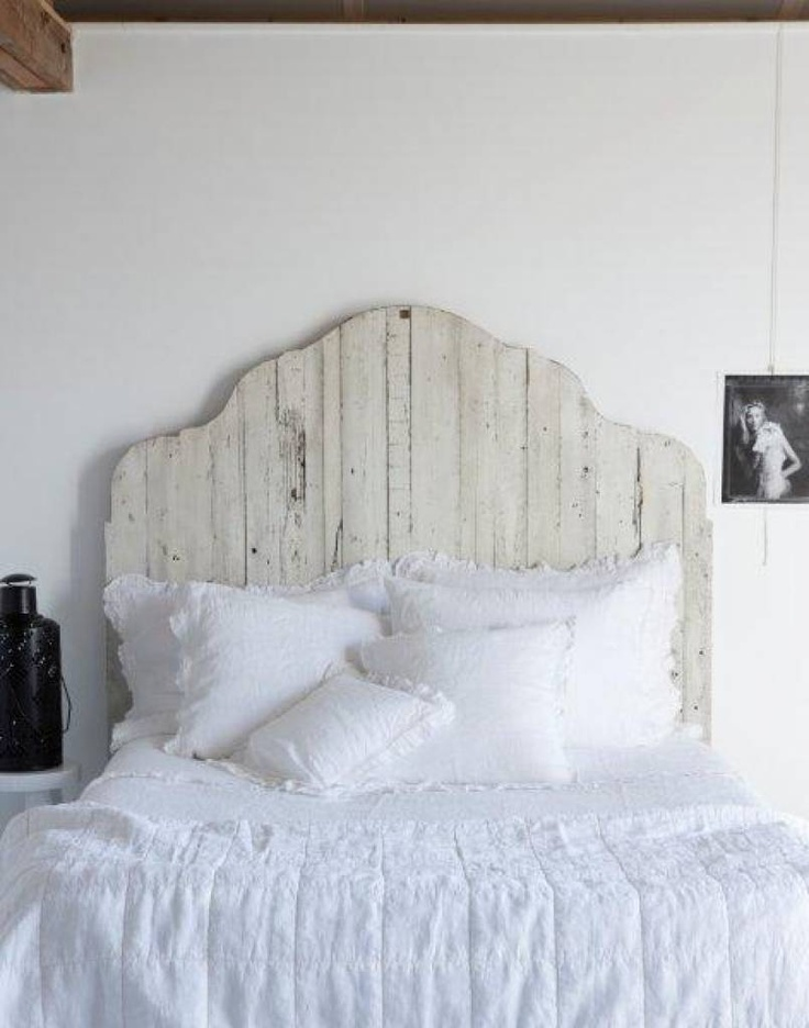 ♕ I like this white washed barnwood headboard (perhaps Hubby could build one?)