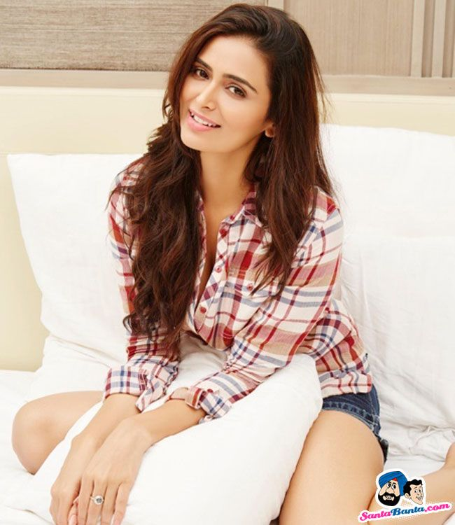 Picture # 60518 of  Meenakshi Dixit with high quality pics,images,pictures and photos.
