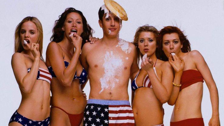 FORTSETZUNG: Das sind die Pläne für American Pie 5!  Darf es noch ein Stück Apfelkuchen sein? Stifler und seine Freunde sind seit 2012 nicht mehr im Kino aufgetaucht. Die Fortsetzung scheint aber zu kommen. Das wissen wir über die American Pie 5 Pläne - Hier klicken! >>> https://www.film.tv/go/37974-pi  #AmericanPie #AmericanVacation #AmericanPie5