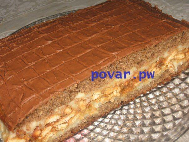 """Торт """"Сникерс""""  Приготовьте для торта:  Для теста:  - 3 яйца  - 1 стакан сахара  - 3 ст. ложки какао  - 3 ст. ложки сметаны  - 1 стакан муки  - 1 ст. ложка разрыхлителя (порошок для выпечки)  1-й крем:  - 3 стакана молока  - 1 стакан манки  - ¾; стакана сахара  - 250г сливочного масла  2-й крем  - 1 пачка крекера (печенье)  - 0,5л вареной сгущенки  - 200г жареного арахиса  Для глазури:  - 200г шоколада  Готовим тесто. Отделяем желтки от белков. Белки взбиваем с сахаром, осторожно добавляем…"""