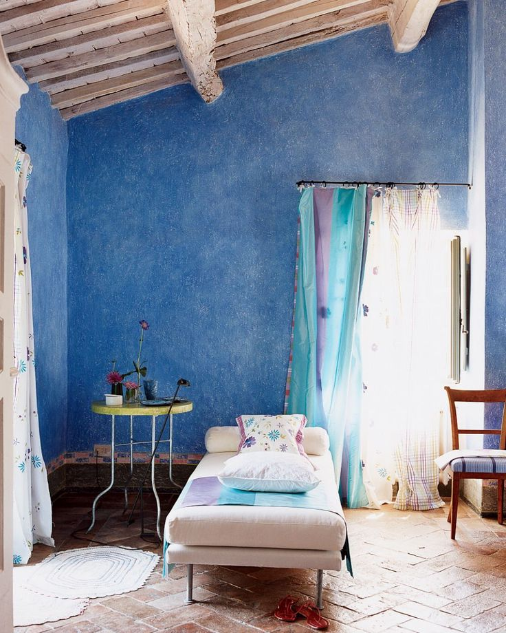 Rustic Bedroom by Designer's Guild in Tuscany, Italy