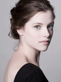 Jessica De Gouw is an Australian Actress and she is beautiful.