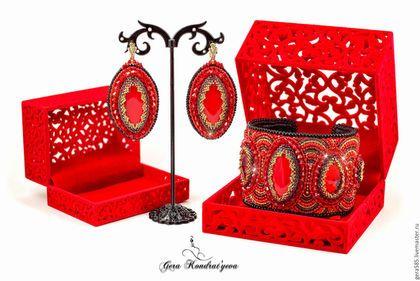 """seturi complete de bijuterii lucrate manual.  Masters corecte - manual.  Cumpăra Pachetul """"Fantasy"""".  Handmade.  roșu aprins, roșu și aur"""