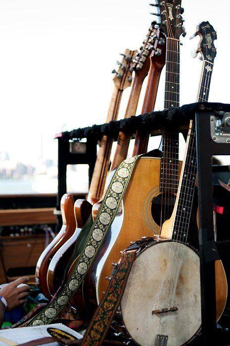 acoustic / guitars / fender telecaster / banjo / paul reed smith / guild