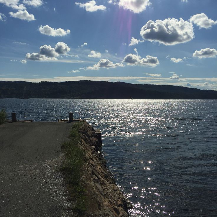 This is in Drøbak. This is outside of Oscarsborg Fortress.