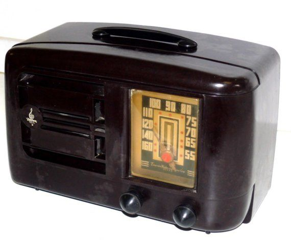1940 Bakelite Emerson Radio. Another oldie but goodie. Mom had one of these on the counter in the kitchen in Tulsa, OK back when I was a kid in the 50's.