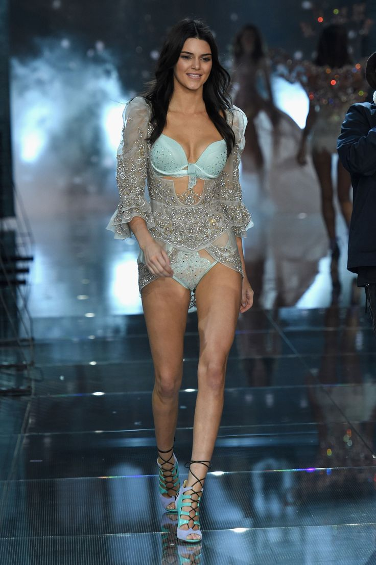 Kendall Jenner Just Made Her VS Fashion Show Debut