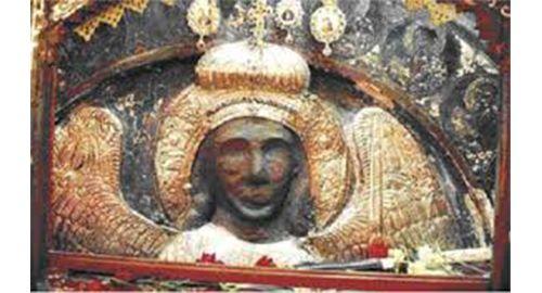 Είναι η ίδια εικόνα του Ταξιάρχη Μιχαήλ αυτό που βλέπεται στις φωτογραφίες από το ομώνυμο μοναστήρι στο χωριό Μανταμάδος Λέσβου.Υπάρχει όμως μια