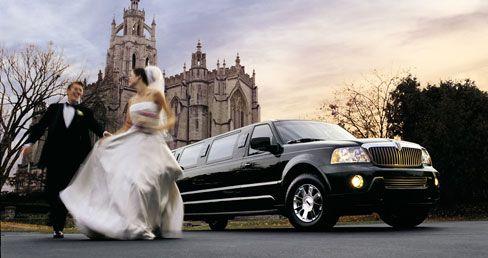 O aluguel de carros para casamento ajuda você a realizar o sonho de chegar à festa de limousine! ;)