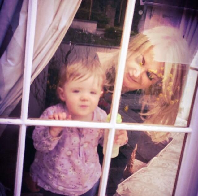 Bonnie Tyler home (Mumbles) with Maisie : Andrew Hopkins' daughter. As you already know Andrew is the son of Paul Hopkins who is the brother of Bonnie :) Bonnie loooves so much her family, her nieces and nephews! She is proud of them! www.the-queen-bonnie-tyler.com   #BonnieTyler #Swensea #2014 #Rock #Music #Family #GaynorSullivan #Maisie
