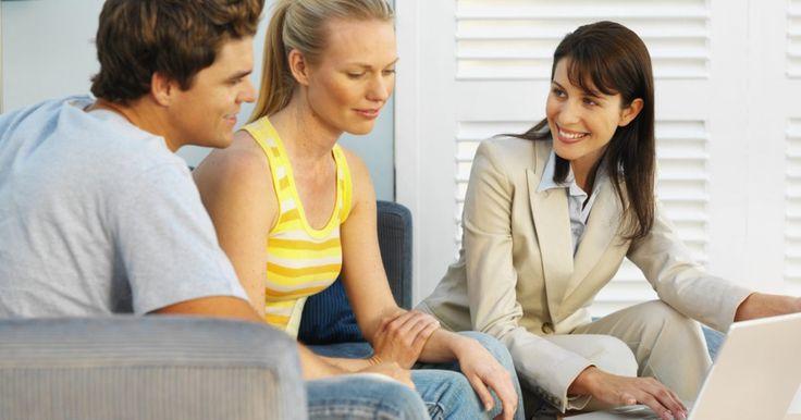 ¿Cuál es la comisión típica de un agente de bienes raíces por una renta?. Si eres dueño de una casa de alquiler y usas un agente de bienes raíces para la gestión de la propiedad, por lo general te cuesta una comisión basada en una cantidad porcentual de la renta. Normalmente, esto se aplica sólo a los meses en que la propiedad tiene un inquilino, no cuando está vacante y el agente está en busca de un inquilino. En ...