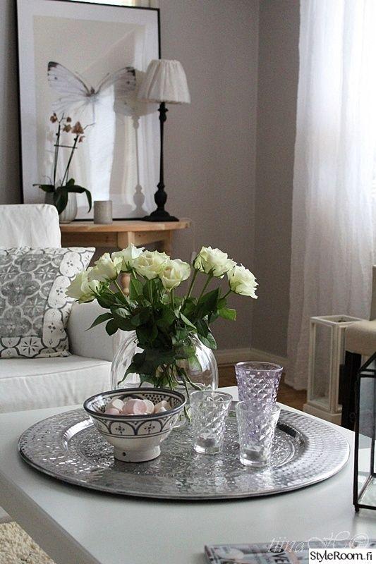 asetelma,kattaus,tarjotin,sohvapöytä,ruusut