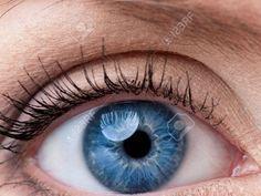 Te gustaria cambiar el color de tus Ojos ?. Alguna vez habras visto o conocido a alguna persona que tenia dos colores de ojos y se le iba cambiando... Parece raro que se pueda cambiar el color de nuestros ojos pero si se puede con un facil metodo...