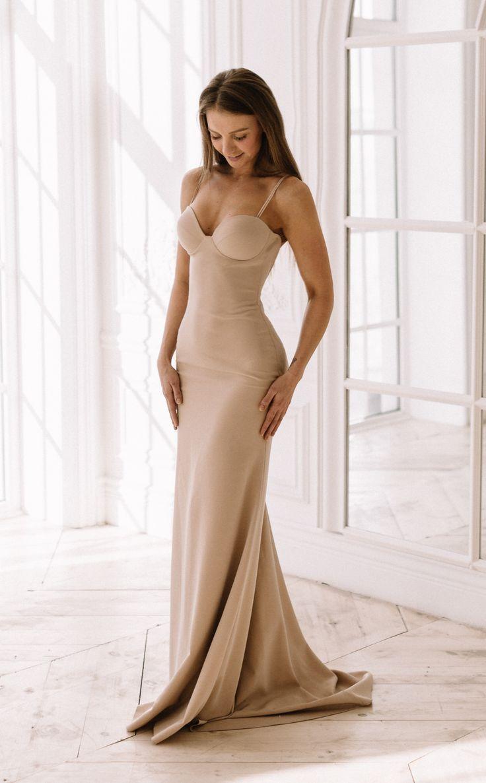 Силуэтное, простое и лаконичное свадебное платье 2018 от @fataiperya