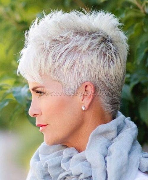 rövid+frizurák+50+feletti+nőknek+-+tüskés+frizura+ősz+hajból