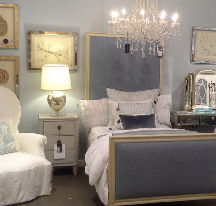 Elegan Teenage Bedroom With Chandelier Style