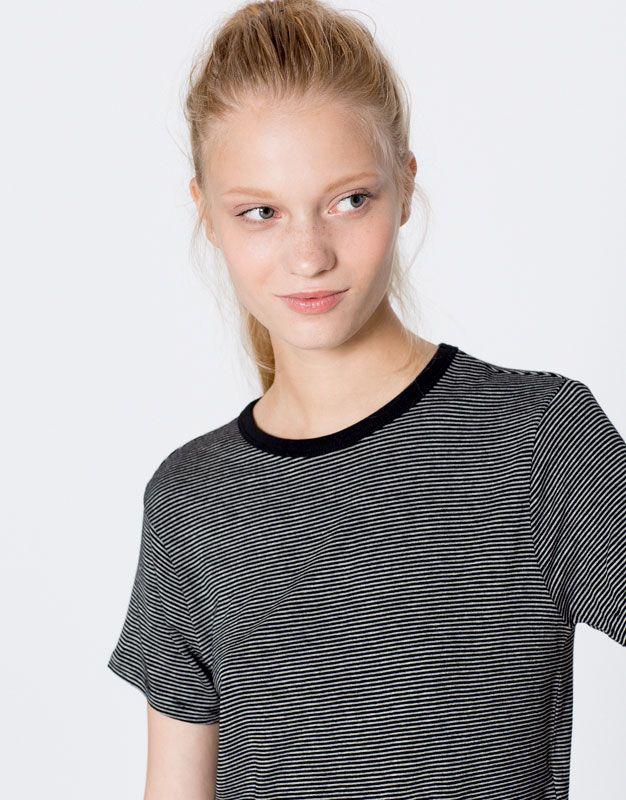 Maglietta a righe fini maniche corte - Magliette - Abbigliamento - Donna - PULL&BEAR Italia
