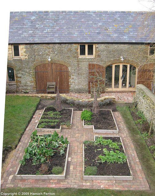 Garden Design Inspiration: Brick paths & raised beds