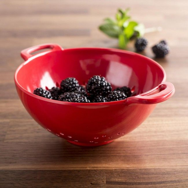 Rinse and serve your favourite fresh berries with our Colori Berry Colander. This dishwasher safe mini colander is a great way to enjoy delicious berries.