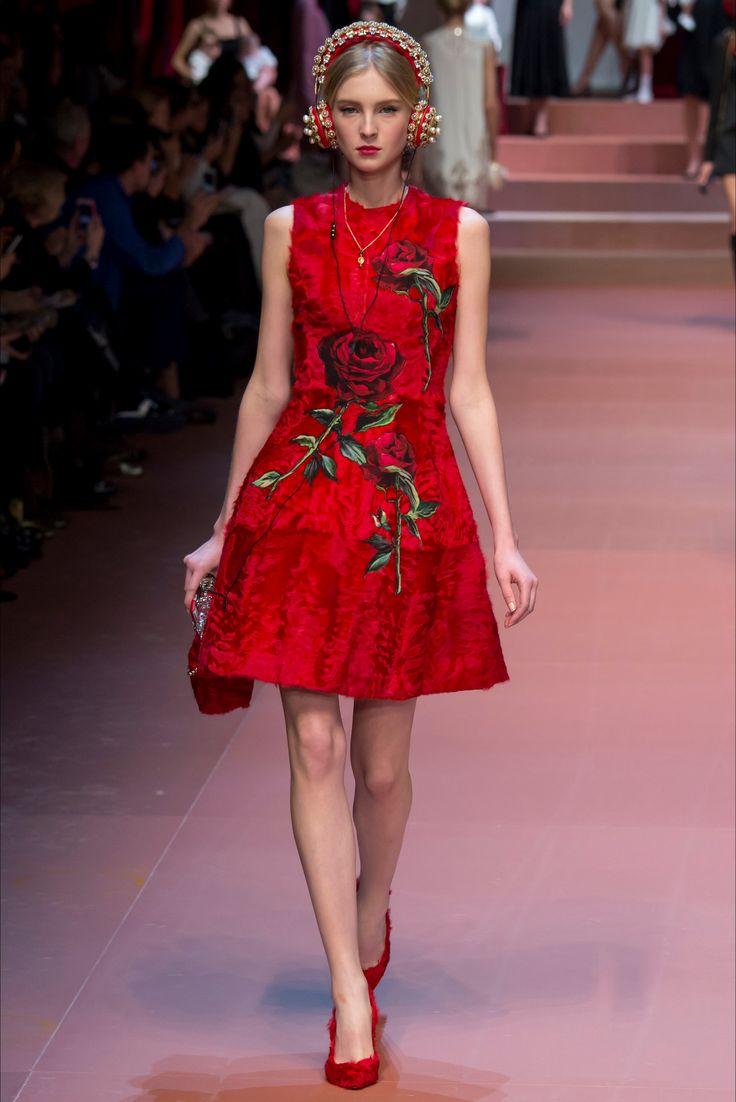 Dolce & Gabbana show de moda en Milán - Otoño Invierno 2015-16 - Vogue