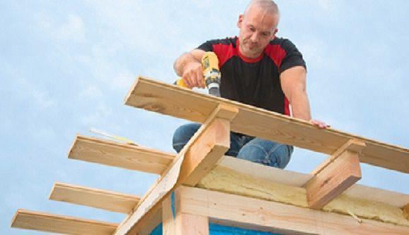 So Baust Du Das Dach Fur Ein Gartenhaus Gartenhaus Selber Bauen Gartenhaus Garten