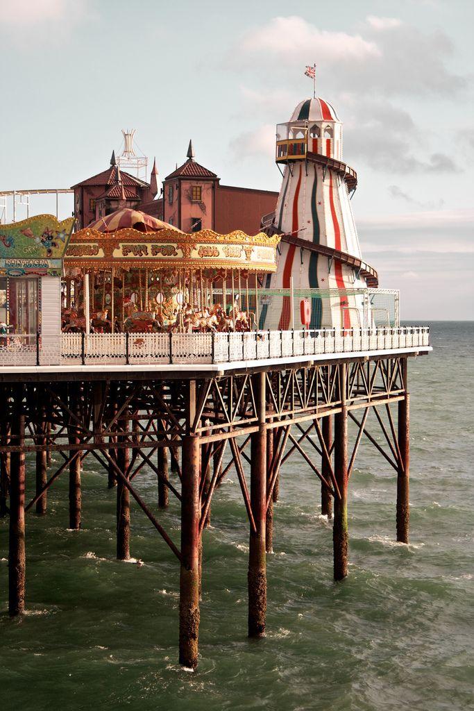 The Brighton Marine Palace and Pier, Brighton, England, United Kingdom, 2010, photograph by Mita Yuu.