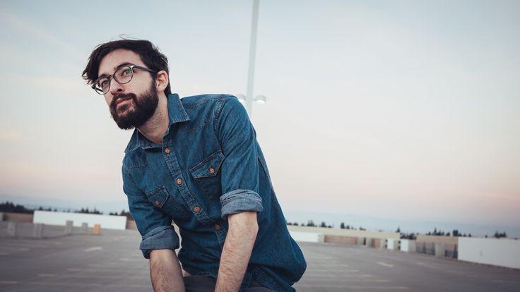 Algunos consejos útiles para tener una barba densa y tupida. Utiliza suplementos para fortalecer y estimular el crecimiento de vello facial, dieta balanceada, etc..