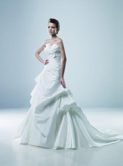 Igen Szalon Modeca wedding dress - Mimi #igenszalon #Modeca #weddingdress #bridalgown #eskuvoiruha #menyasszonyiruha #eskuvo #menyasszony #Budapest