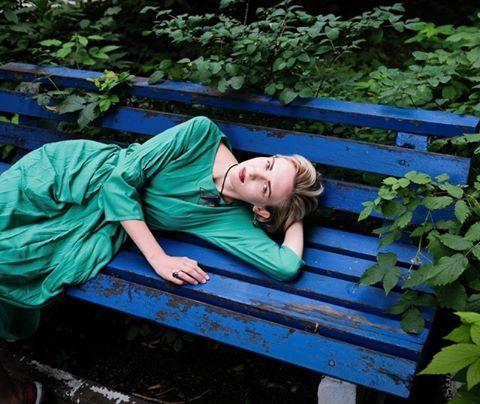 пока я тут отдыхаю, девушки шлют мне сочные картинки с платьями😉  модель и теперь хозяйка платья: дарья селютина фотограф: сергей артемьев.  #nastiaseriousgirl #seriousgirldesign  #платьемечты