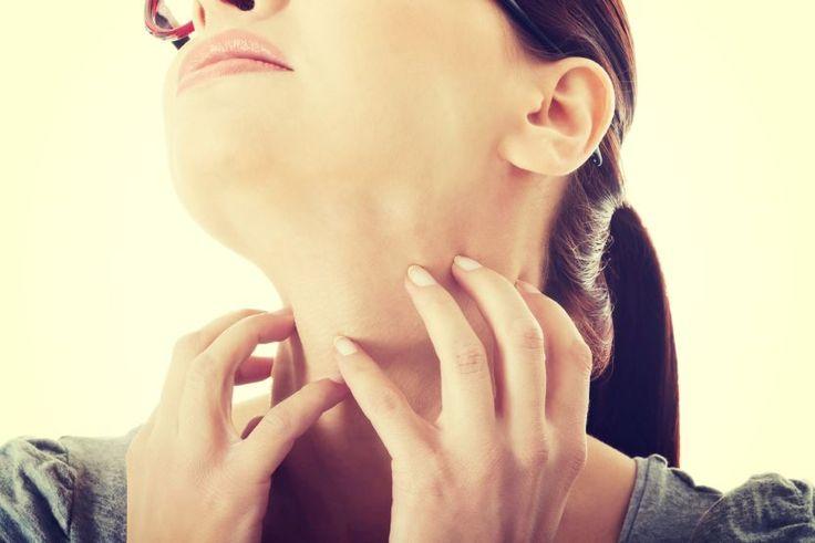 Odwodniona skóra twarzy – objawy i pielęgnacja 3 (60%) 1 vote Skóra odwodniona nie jest typem skóry lecz przypadłością, którą należy leczyć. Istnieje wiele mitów pielęgnacyjnych, które skutkują coraz większym przesuszeniem a w efekcie odwodnieniem twarzy, która w pewnym momencie nie reaguje na typowe składniki nawilżające kosmetyków. Przeczytaj Odwodniona skóra twarzy objawy i pielęgnacja by …
