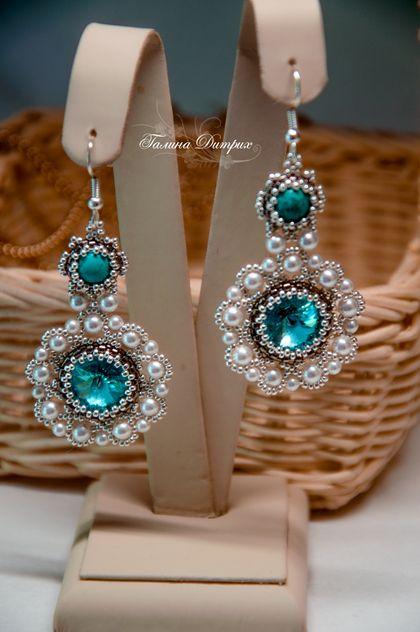 """Pendientes hechos a mano. Masters Feria - pendientes hechos a mano con turquesas, perlas y cristales de Swarovski """"Luz Turquesa"""". Hecho a mano."""