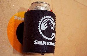 シャワーを浴びながらビールが飲めるビール缶ホルダー「SHAKOOLIE」