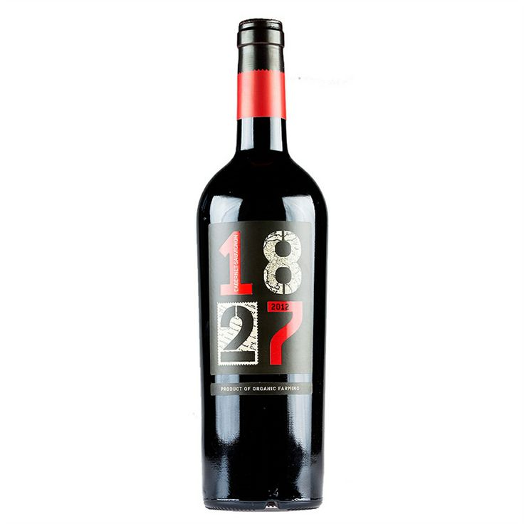Glowing red color and a nose that reveals youth, with aromas of fresh red fruits and aromatic herbs, with subtle hints of violet and vanilla. 13.5% alc.