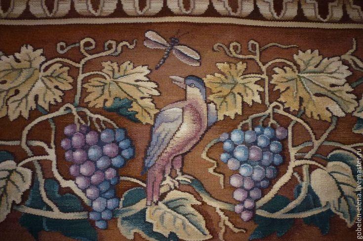 """Фрагмент гобелена """"Птицы и виноград""""."""