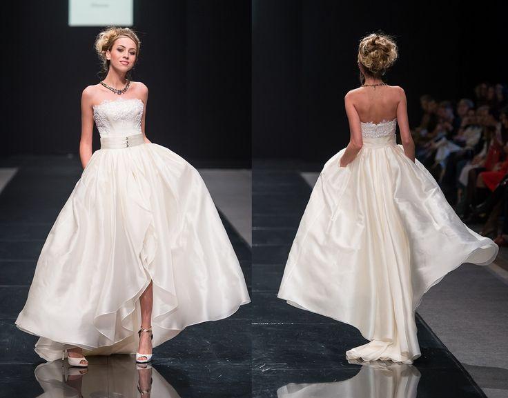 Свадебное платье из шелка с кружевом на корсетной основе. Юбка из органзы