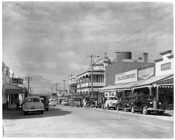 Main Street, Rutherglen, May 1954. Victorian Railways photographer. State Library of Victoria Image H91.330/3993