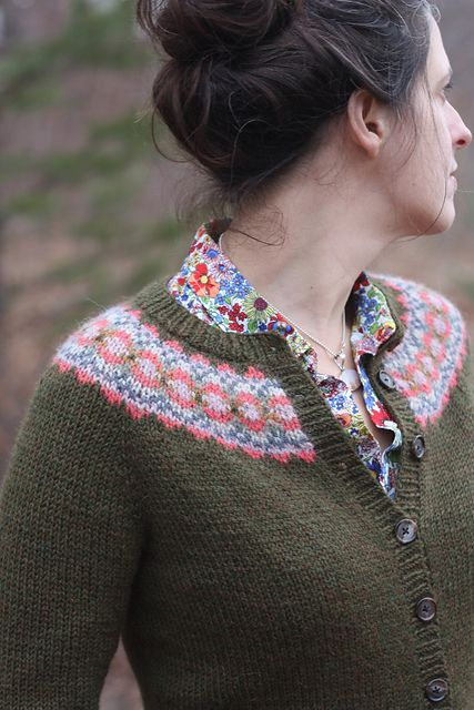 Ravelry: Ellen Cardigan pattern by Amy Christoffers, free and seamless