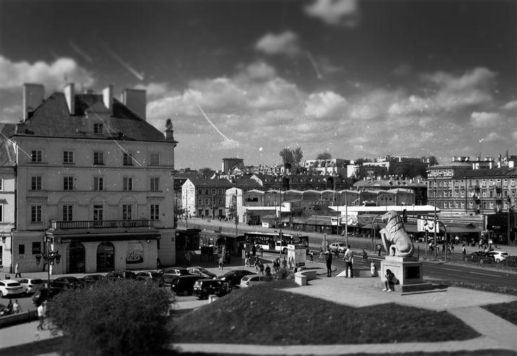 https://flic.kr/p/GUB5W1 | In the Old Town Center | Lublin, Poland, April 2016  Minolta AL, Rokkor 45mm F2.0, Kodak ColorPlus 200  More at urban.photos