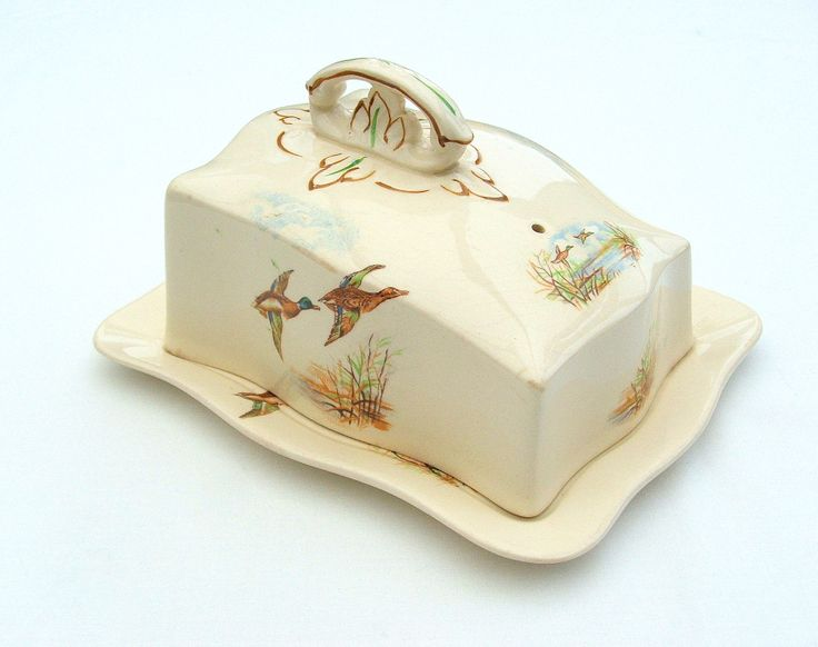 Alfred #Meakin Cheese Dish from late 1930s-1940s - Fenland pattern with flying ducks.