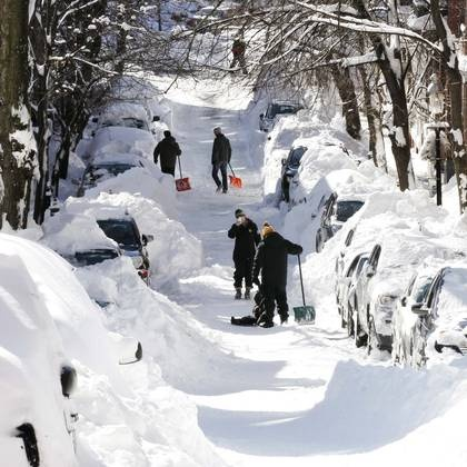 BLIZZARD NEMO BLAMED FOR 11 US DEATHS FEBRUARY 2013 NORTHEAST