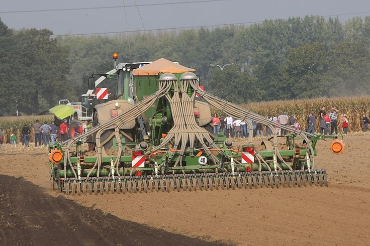 You can find some seed drills on Agriaffaires. More information on http://www.agriaffaires.co.uk/used/1/seed-drills.html
