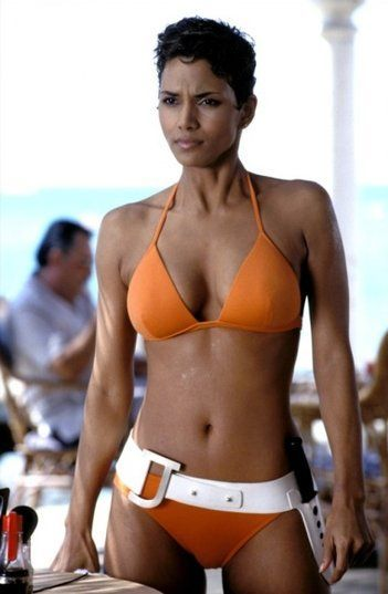 Halle Berry - Portfolio. Les plus célèbres James Bond Girls - http://ParisMatch.com