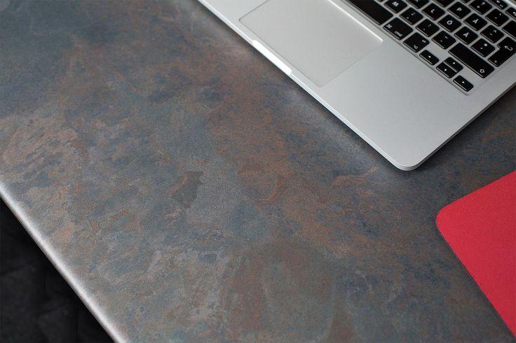 Går du i renoveringstankar? Vårt breda sortiment med bänkskivor innehåller spännande, moderna och klassiska laminatsorter. I bilden ser du strukturen rost