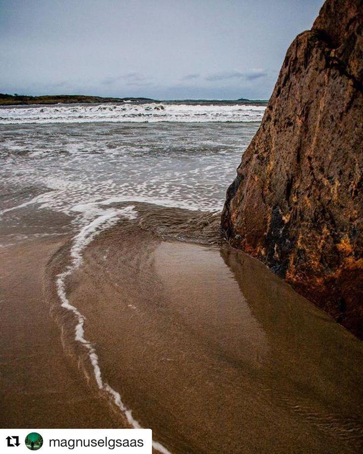 Det er flere måter å nå målet ditt. #reiseblogger #reisetips #reiseliv  #Repost @magnuselgsaas with @repostapp  A small stream leads into the ocean.. #ocean #storm #wind #nature #landskap #mittnorge #Norway2day #liveterbestute #norgefoto #winter #ig_nature #longexposure #natur #instanature #landscape #igscandinavia #dreamchasersnorway #naturegram #norge #norway #visitnorway #amateurpick #